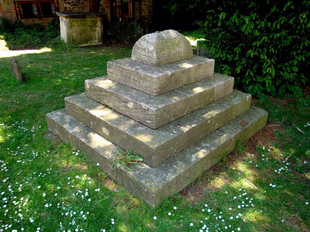 BURIED ABOVE GROUND, Stroud, Gloucestershire.  (See commments box for story)., Строуд