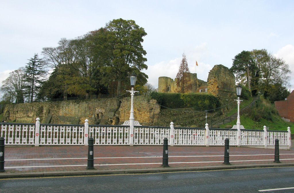 Tonbridge Castle viewed from the Big Bridge., Тонбридж