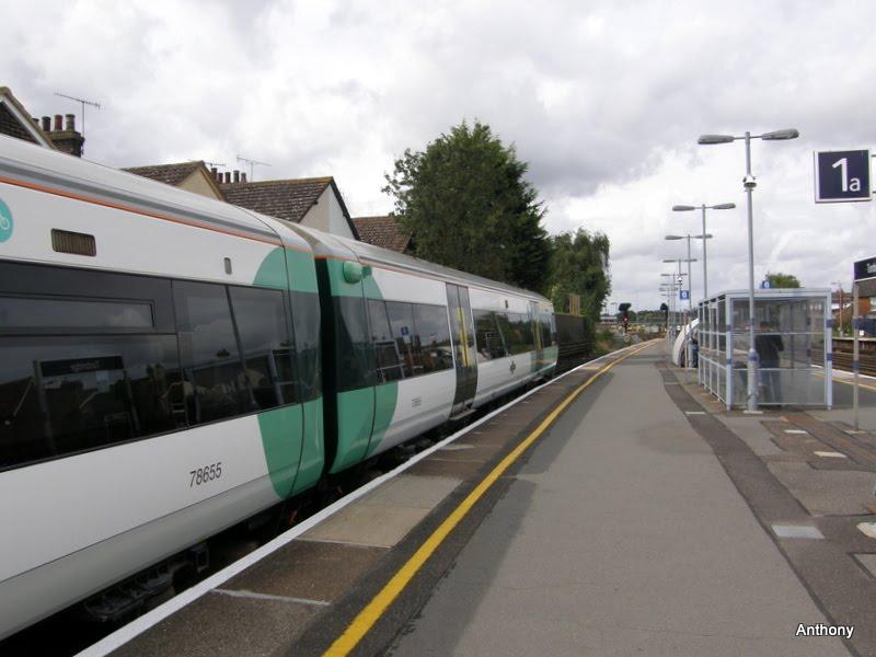 Tonbridge Railway Station *, Тонбридж