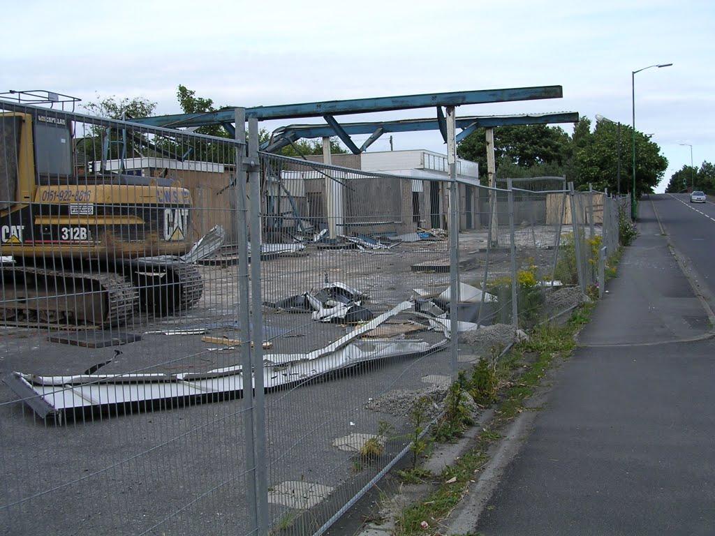 Kirklake Rd Taken July 2003 Old Garage Being Demolished, Формби