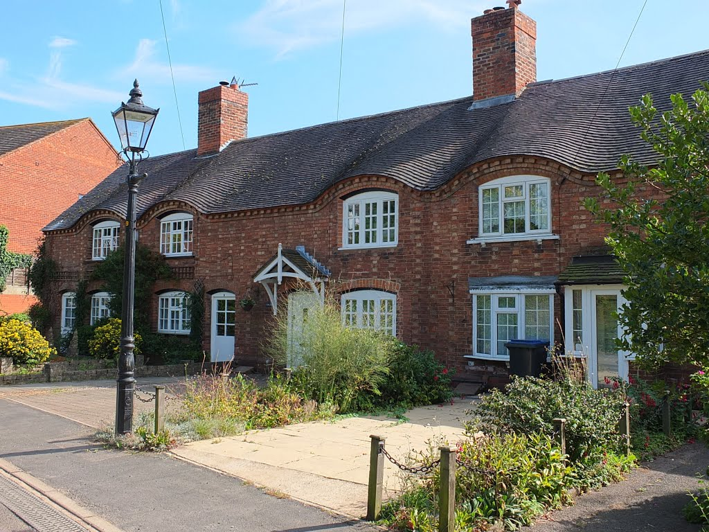 Sibson village, Sheepy Road view of the eyebrow tiled roof line., Хивуд