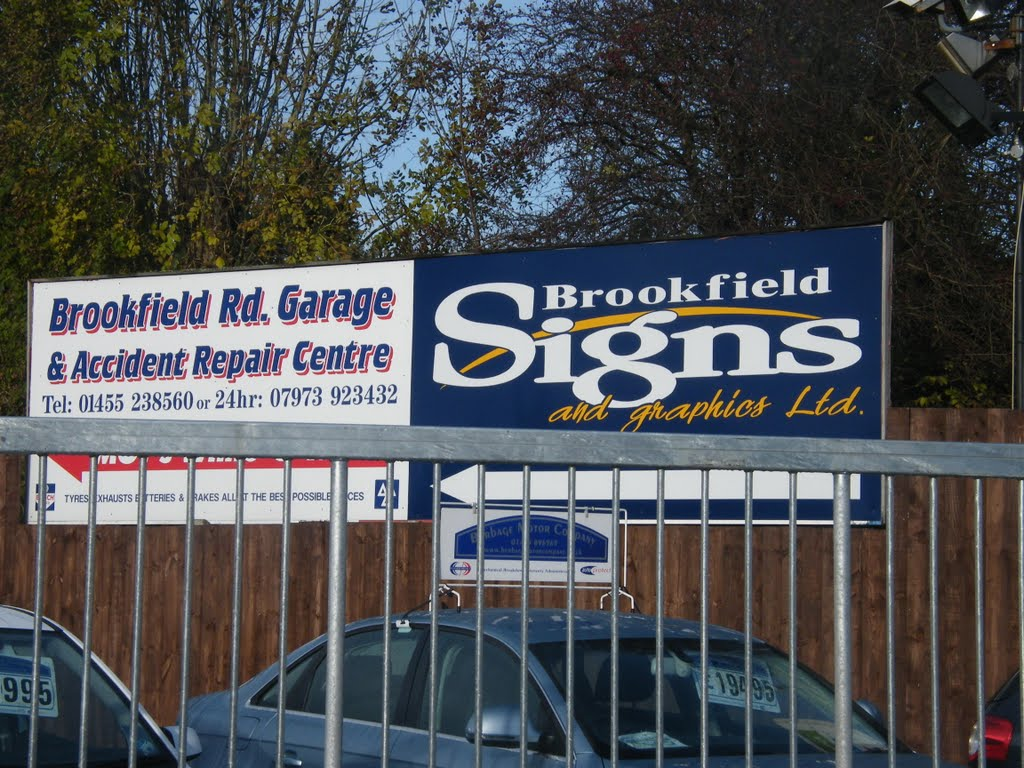 Brookfield Signs & Graphics Main sign next to Rugby Road Railway Bridge, Хинкли