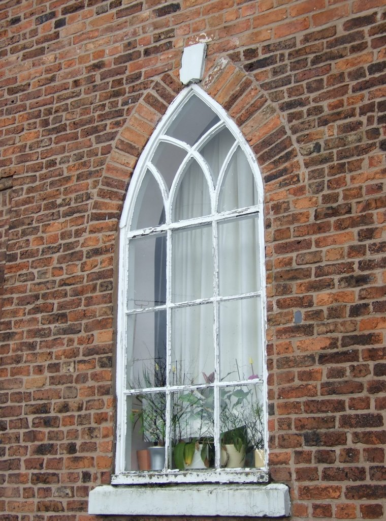 Neo-gothic window in C18th Deanery house, Chester, Честер