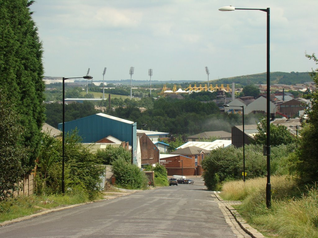 Looking down Lyons Street towards Don Valley stadium, Sheffield S4/S9, Шеффилд