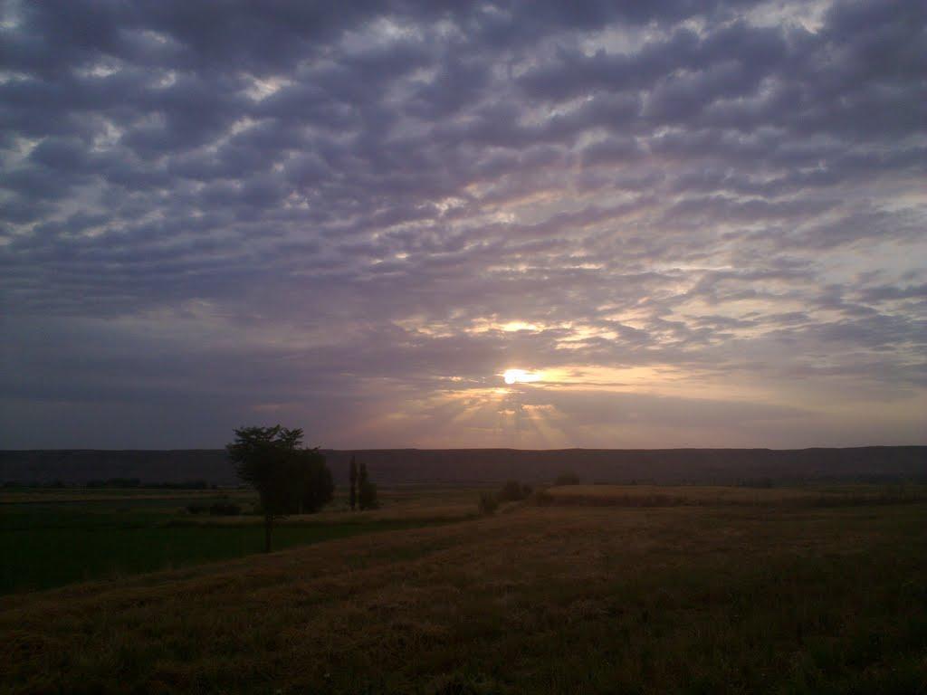 Sunrise  طلوع کن خورشید همه منتظرند کودکان گرسنه عاشق خسته زنگ مدرسه ..., Кировск