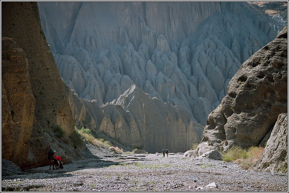 В каньоне реки Саркат, Зафарабад