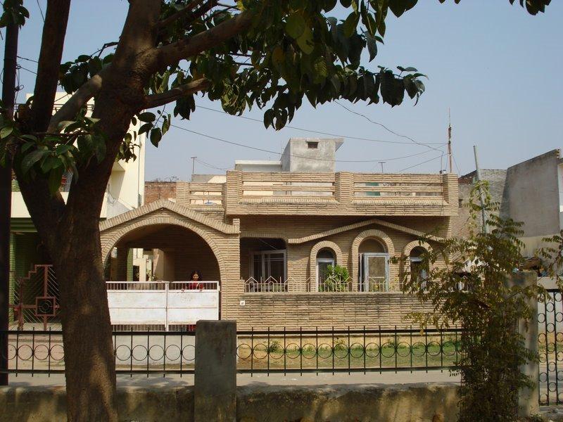 my home @ jankipuram sec -g, Кара-Кала