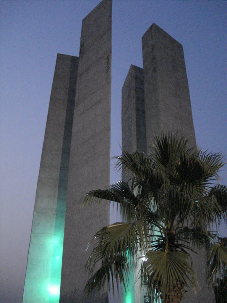 Solidarity pillars in Lohia park Lucknow., Кара-Кала