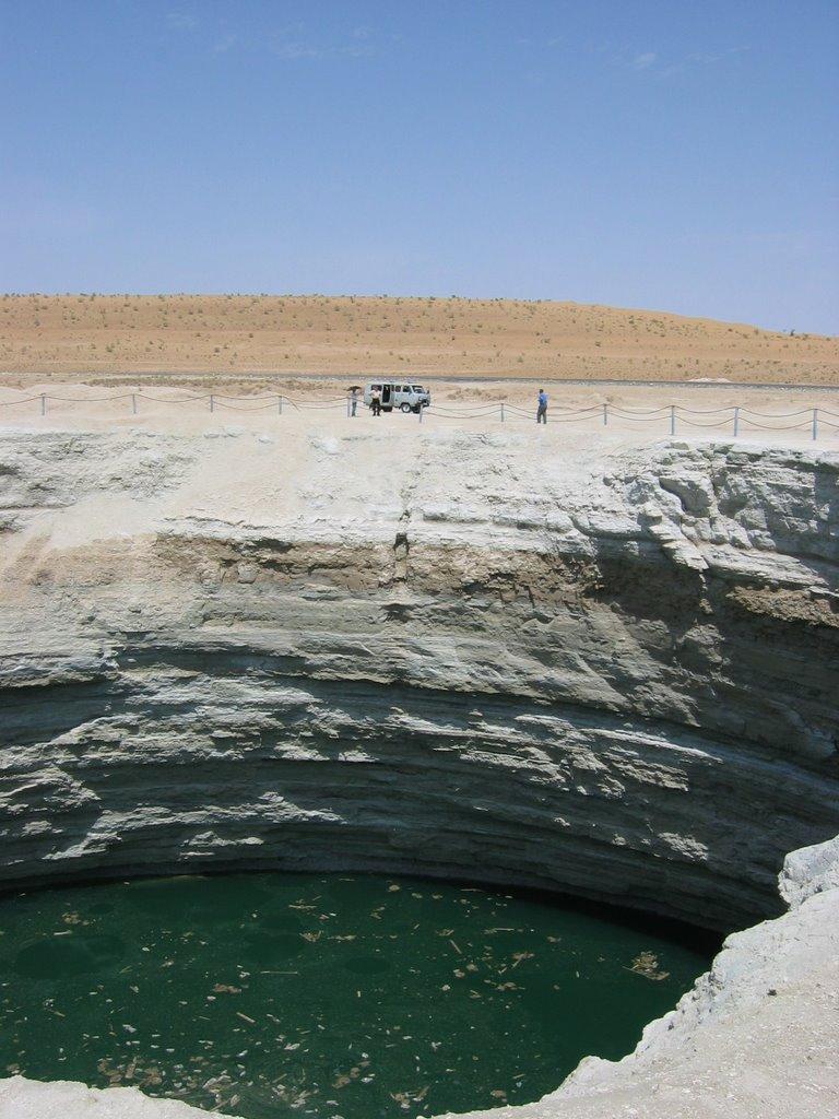 Blubbernder Wasserkrater in der Karakum-Wüste [06 / 2008], Кизыл-Атрек