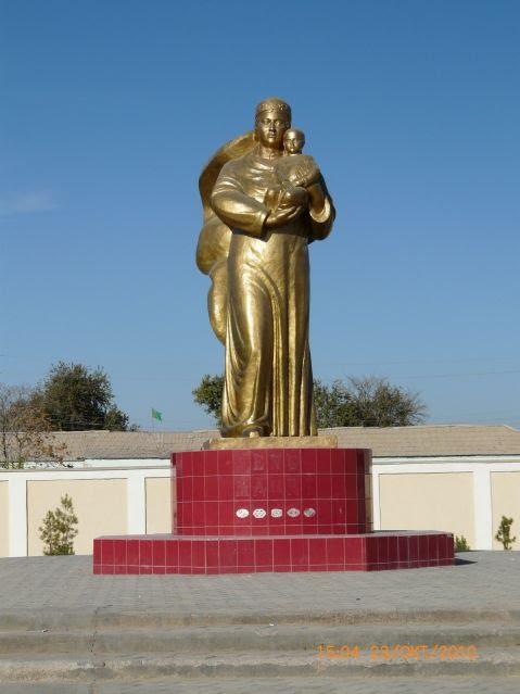 Тихий городок Мургаб - памянтик Родина-мать, Захмет