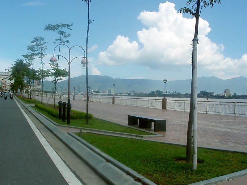 Đường - Bạch Đằng (bên bờ sông Hàn) - Street, Дананг