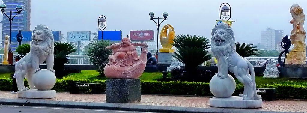 Đá  mỹ nghệ dọc sông Hàn -  rock art work along the Han riverside, Дананг