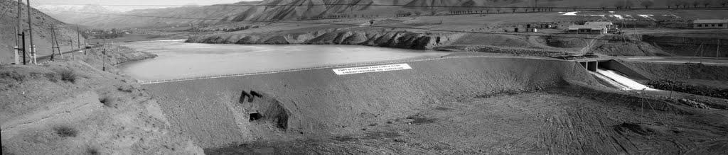 Kyrgyzstan, Lenin raion,  / Киргизия, Ленинский район, Плотина на реке Майли-Суу.  Весна 1978 г. Снимок сделал Харитонов А.С., Балыкчи