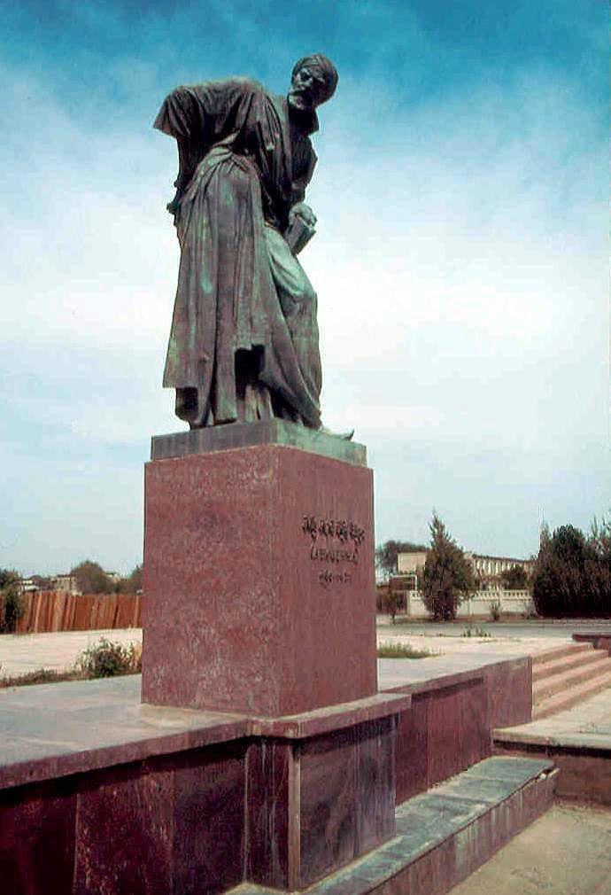 1985.04. - Buhara, Avicenna, scientific thinker statue, his original name: Abu Ali-Ibn Sina (930 - 1030) - Buhara, Avicenna, tudományos gondolkodó szobra eredeti neve: Abu Ali-Ibn Sina (930 - 1030), Бухара