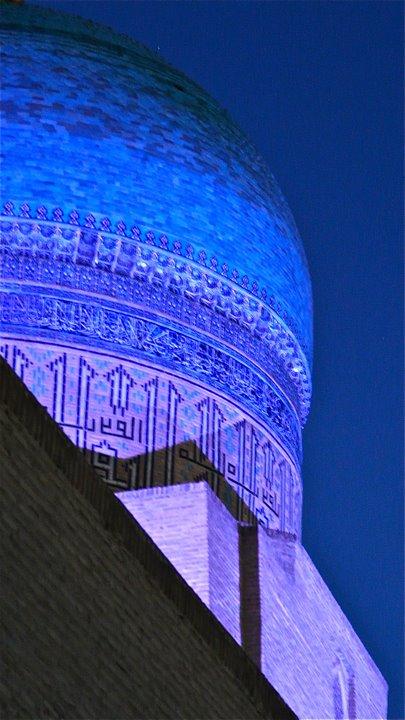 Boukhara : Coupole turquoise de la mosquée Kalan illuminée (détail), Бухара