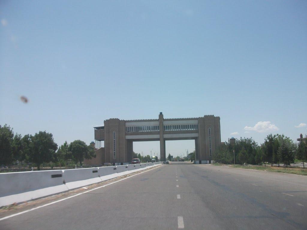 Entrance to Bukhara, Галаасия