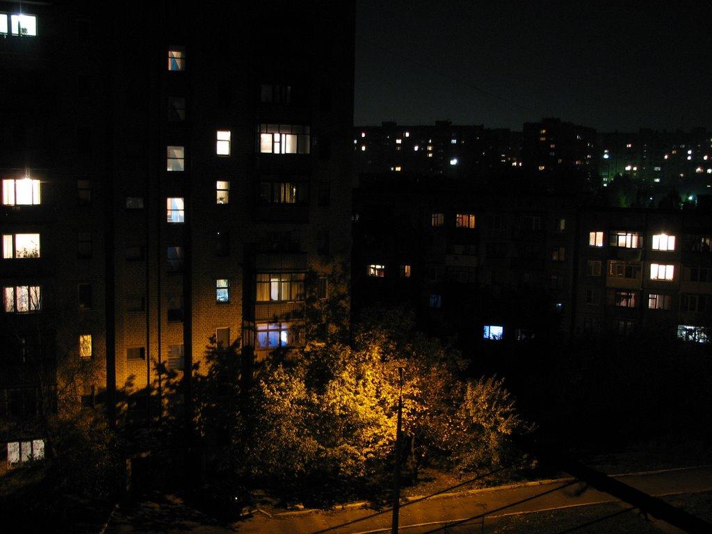 Фото м/н юбилейный ночной вид с окна в городе харцызск.