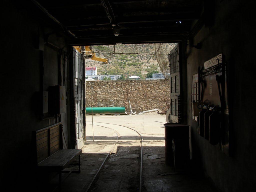 Выход из подземелья, Балаклава