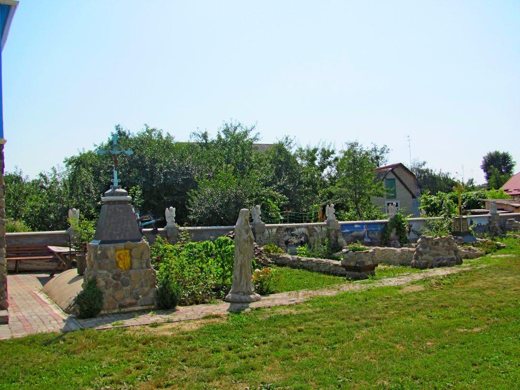 Каменная ограда храма Святой Покровы., Млинов