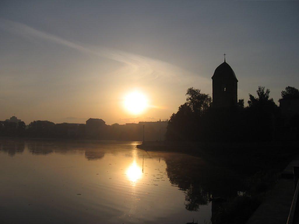 вранішнє сонце над Ставом ♦ sunrise over the Pond, Тернополь