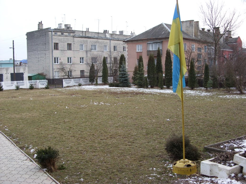 "Gimnasium ""Ridna shkola"". Front yard., Чортков"