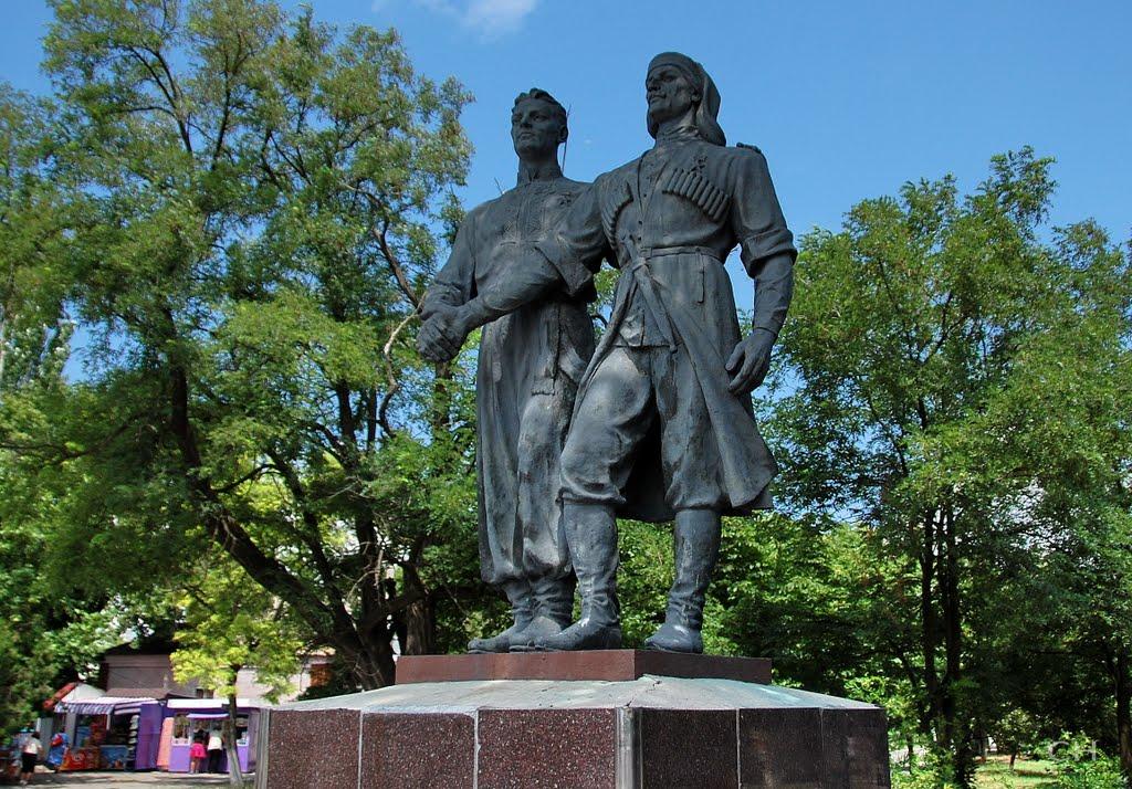 Геническ. Памятник в честь дружбы городов побратимов, Геническ